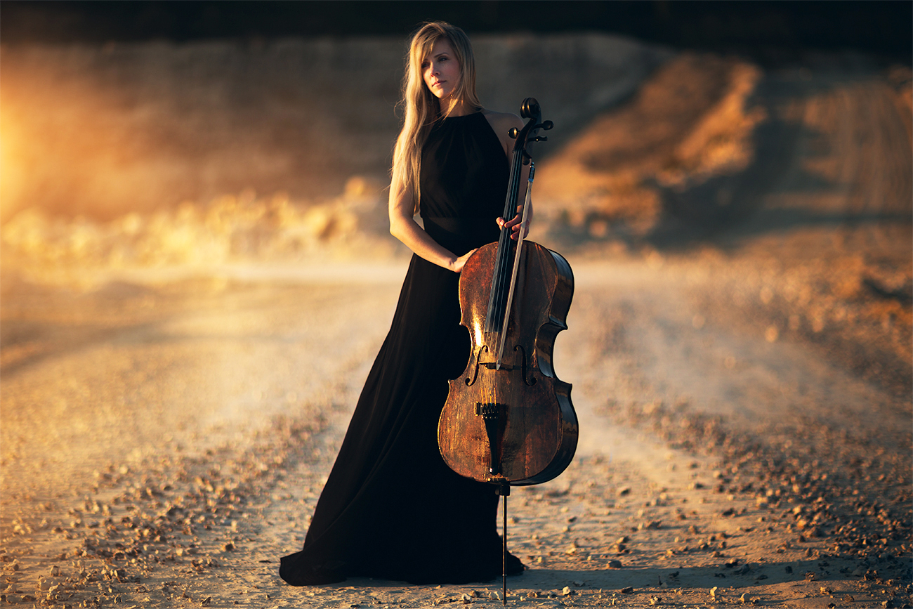 Woman with Cello in sunset | Female portrait